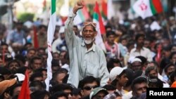 A supporter of Pakistan's Muttahida Quami Movement (MQM) political party chants slogans during a protest against Imran Khan, leader of the Pakistan Tehreek-e-Insaf political party, in Karachi, May 20, 2013.