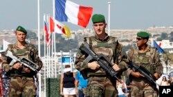 Binh lính tuần tra trên đường Promenade des Anglais ở Nice, miền Nam nước Pháp, ngày 19 tháng 7 năm 2016.