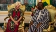 Australian Jocelyn Elliott (l) who was freed by al-Qaida captors, meets Burkina Faso President  Roch Marc Christian Kaboré (r) at the presidential palace  in Ouagadougou,  Burkina Faso, Feb. 8, 2016.