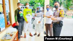 Tim relawan pemulasaran jenazah juga bekerja sama dengan tim lain dalam memberikan pelayanan. (Foto: Courtesy/Fauzan M)