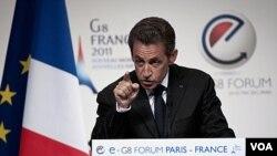 Presiden Perancis, Nicolas Sarkozy berbicara pada Forum E-G8 di Paris, Selasa (24/5).