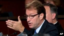 پیتر راسکام در حال سخنرانی درباره پرونده اتمی ایران در کنگره آمریکا - آشیو