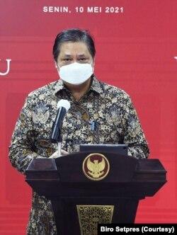 Menko Perekonomian Airlangga Hartarto menyebut tarif vaksinasi gotong royong sebesar Rp500.000. (Foto: Biro Setpres)