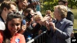 2016年9月29日,希拉里·克林頓在艾奧華與支持者在一起。