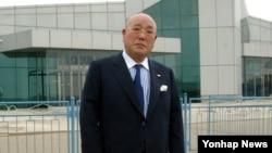 14일 평양에 도착한 일본 이지마 이사오 내각관방 참여. 조선중앙통신 보도.