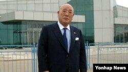 14일 평양에 도착한 이지마 이사오 일본 내각관방 참여. 조선중앙통신 보도.