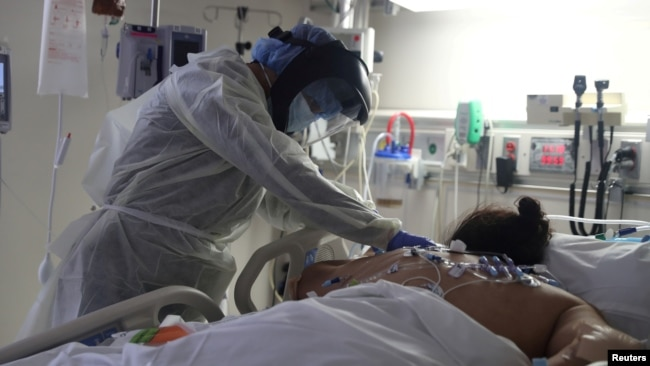 FILE - A medical staff member treats a patient suffering from the coronavirus disease (COVID-19) in the Intensive Care Unit (ICU), at Scripps Mercy Hospital in Chula Vista, California, U.S., May 12, 2020. (REUTERS/Lucy Nicholson/File Photo)