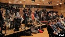 خبرنگاران رسانه های مختلف جهان در سالن محل برگزاری نشست خبری اعلام توافق جامع اتمی بین ایران و گروه ۱+۵