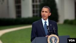 El presidente Obama respondió brevemente a los periodistas al abandonar el Jardín de las Rosas de la Casa Blanca tras un anuncio.