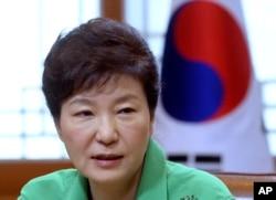 ປະທານາທິບໍດີ ເກົາຫລີໃຕ້ ທ່ານນາງ Park Geun-hye.