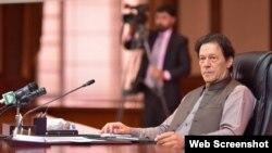 وزیر اعظم عمران خان کابینہ اجلاس کی صدارت کرتے ہوئے۔
