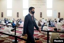 Perdana Menteri Kanada Justin Trudeau mengunjungi Masjid Hamilton Mountain pada awal Idul Fitri di Hamilton, Ontario, Kanada 20 Juli 2021. (Foto: REUTERS/Nick Iwanyshyn)