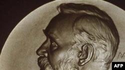 Kimya üzrə Nobel mükafatına bir amerikalı və iki yapon alim layiq görülüb
