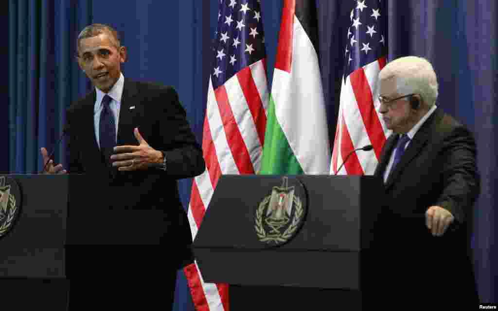 21일 팔레스타인 자치정부 행정중심지인 라말라에서 마무드 압바스 수반(오른쪽)과 회담한 후, 공동기자회견을 가진 바락 오바마 미국 대통령.