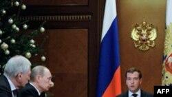 Б.В. Грызлов, В.В. Путин и Д. А. Медведев