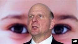 Steve Ballmer asumió el liderazgo de la compañía en el año 2000 sucediendo al fundador de la corporación, Bill Gates.