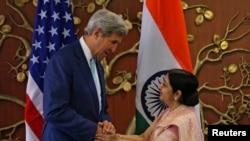 ښاغلی کېري نن د هند د بخرنیو چارو وزیری سره د افغانستان په اړه خبرې وکړې