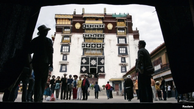 Pilgrims and tourists visit Potala Palace in Lhasa in Tibet Autonomous Region, July 5, 2006. Potala Palace, the Dalai Lama's traditional home, is more than 1,300 years old.
