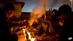 Migrants sur le port of Mitylene sur l'île grecque de Lesbos. (AP photos)
