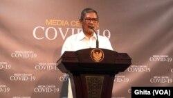 Jubir Penanganan Virus Corona Dr Achmad Yurianto dalam konferensi pers di Kantor Presiden, Jakarta, Jumat, 6 Maret 2020. (Foto: VOA/Ghita)