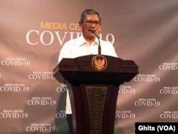 Jubir Penanganan Virus Korona Dr Achmad Yurianto dalam konferensi pers di Kantor Presiden, Jakarta, Jumat, 6 Maret 2020. (Foto: VOA/Ghita)