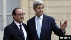 El presidente francés, Francois Hollande, y el secretario de Estado, John Kerry, conversaron este martes en París.
