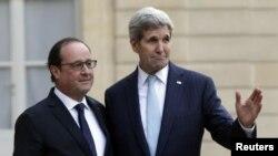 John Kerry, secrétaire d'Etat américain, à droite, à côté du président français François Hollande