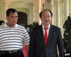 台湾两党立法院党鞭 国民党党鞭林益世(左)民进党党鞭柯建铭 (右)