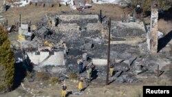 南加州殺警嫌疑人多爾納證實葬身火窟﹐他最後隱身的山區木屋燒成灰燼。