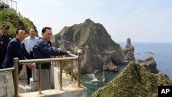 南韓總統李明博登上韓日有爭議的島嶼