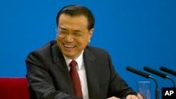中国总理李克强在北京人大会堂全国人大闭幕后举行的记者会上。(2016年3月16日)