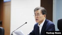 문재인 대통령이 지난달 29일 오전 1시 북한 관련 긴급 국가안전보장회의(NSC) 전체회의 소집해 발언하고 있다.