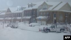Hệ thống giao thông vẫn trong tình trạng tê liệt vì tuyết và đá