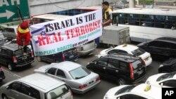 Sejumlah warga Indonesia menentang Israel terkait sikap negara itu pada Palestina.