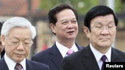 Tổng bí thư Nguyễn Phú Trọng (trái), Thủ tướng Nguyễn Tấn Dũng (giữa) và Chủ tịch nước Việt Nam Trương Tấn Sang