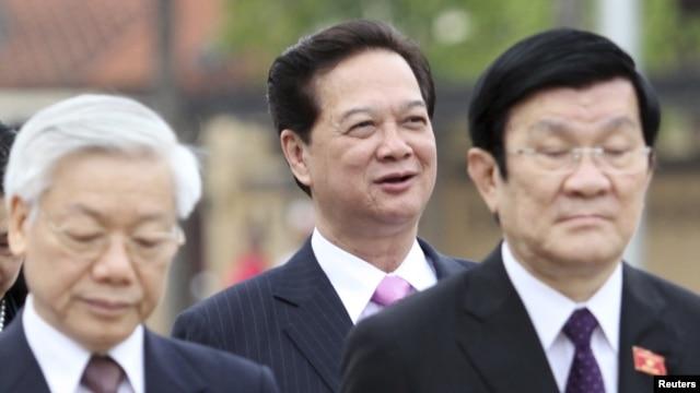 Tổng bí thư Nguyễn Phú Trọng, Thủ tướng Việt Nam Nguyễn Tấn Dũng , và Chủ tịch nước Trương Tấn Sang (theo thứ tự từ trái qua.)