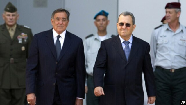 Israel's Defense Minister Ehud Barak (R) walks with U.S. Secretary of Defence Leon Panetta during an official guard of honor ceremony at the Kirya base in Tel Aviv October 3, 2011.