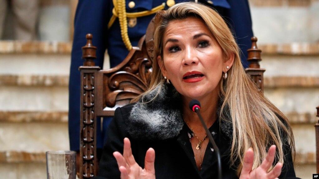 Tổng thống lâm thời của Bolivia, Jeanine Anez, phát biểu trong một cuộc họp báo ở La Paz, Bolivia, ngày 15 tháng 11, 2019.