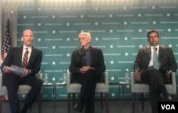 """哈德逊研究所高级研究员布朗(左)、柏林自由大学教授克雷茨曼(中)和前巴基斯坦驻美国大使哈卡尼(右)周三在哈德逊研究所举办的""""中巴经济走廊成本""""研讨会上。(2018年9月5日)"""