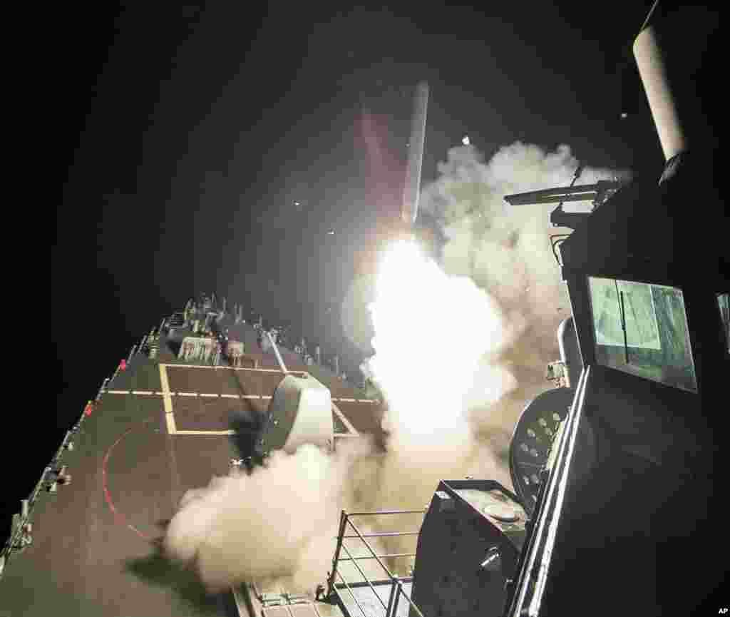 امریکہ نے شام کے ایک ہوائی اڈے کو ٹام ہاک کروز میزائلوں سے نشانہ بنایا ہے۔