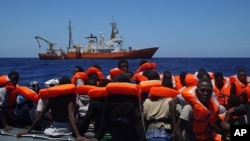 지중해에서 구조된 이민자들
