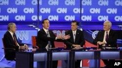 爭奪共和黨美國總統候選人提名四名共和黨人(左到右)德克薩斯州眾議員保羅﹑前賓夕法尼亞州參議員桑托勒姆﹑前麻薩諸塞州州長羅姆尼和前美國眾議院議長金里奇星期三在亞利桑那州進行辯論