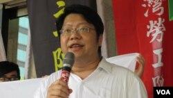 反黑箱服贸民主阵线召集人赖中强(美国之音张永泰拍摄)