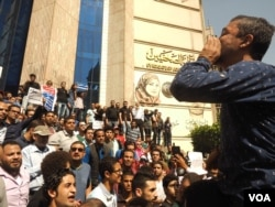 "Overt government opposition on the streets has been rare in the past two years, but protesters say the islands were ""the straw that broke the camel's back"" in downtown Cairo, April 15, 2016. (VOA/H. Elrasam)"