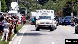 Misionaris AS Nancy Writebol (59 tahun) yang tertular ebola di Liberia, tiba dengan ambulans di rumah sakit Universitas Emory di Atlanta, Georgia, AS (5/8).