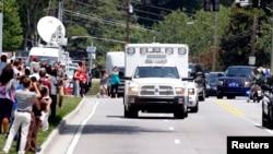 2014年8月5日救護車運載感染伊波拉病毒的美國傳教士到達亞特蘭大埃默里大學醫院
