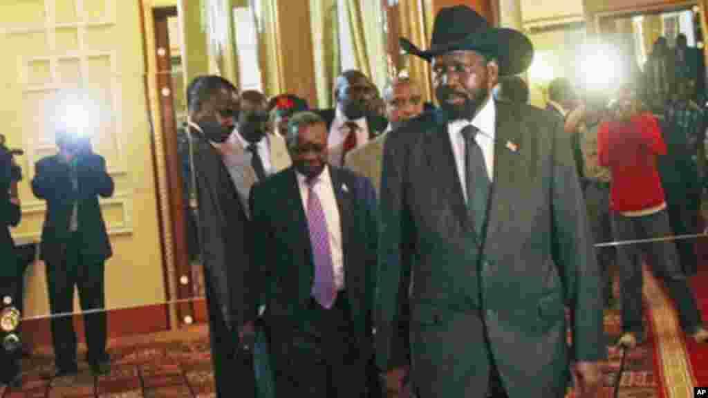 Le leader du Sud-Soudan, Salva Kiir, arrivant à Addis-Ababa, 12 juin, 2011.
