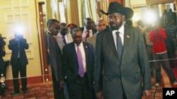 Le leader du Sud-Soudan, Salva Kiir, arrivant à Addis Ababa, le 12 juin, 2011
