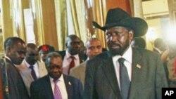Le président du Sud-Soudan, Salva Kiir, arrivant à Addis Ababa, le 12 juin, 2011