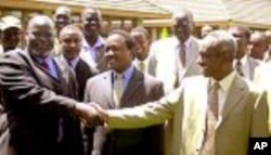 SPLM leader John Garang and first vice president Ali Osman Taha, prominent backers of the Comprehensive Peace Agreement